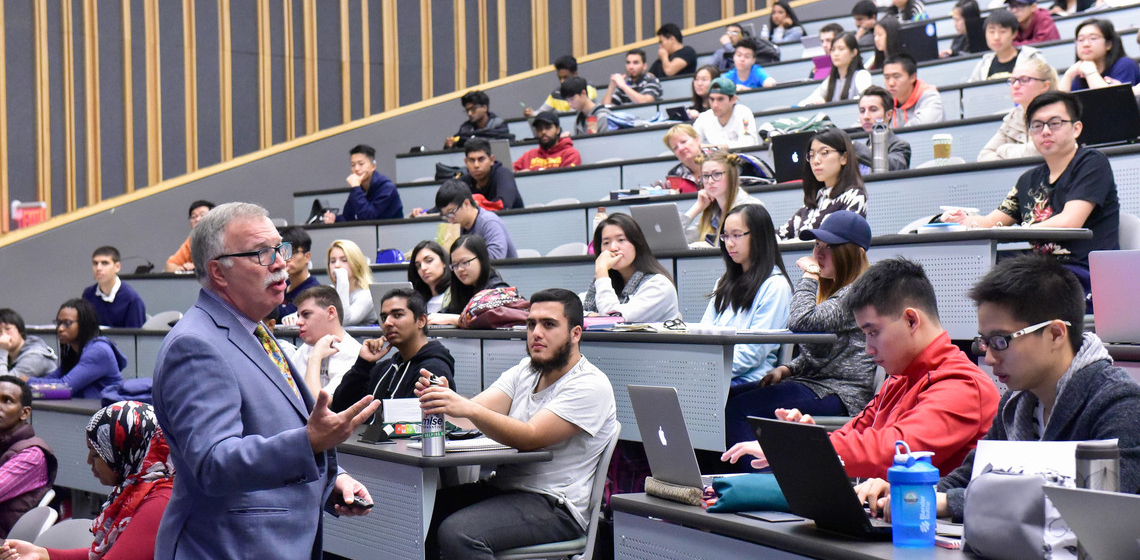 U of T Scarborough students participate in a strategic management lecture.